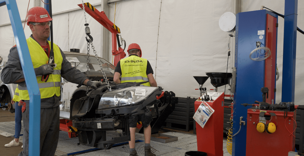 ifat18 demontage 9 min - SEDA presented car recycling LIVE at IFAT 2018