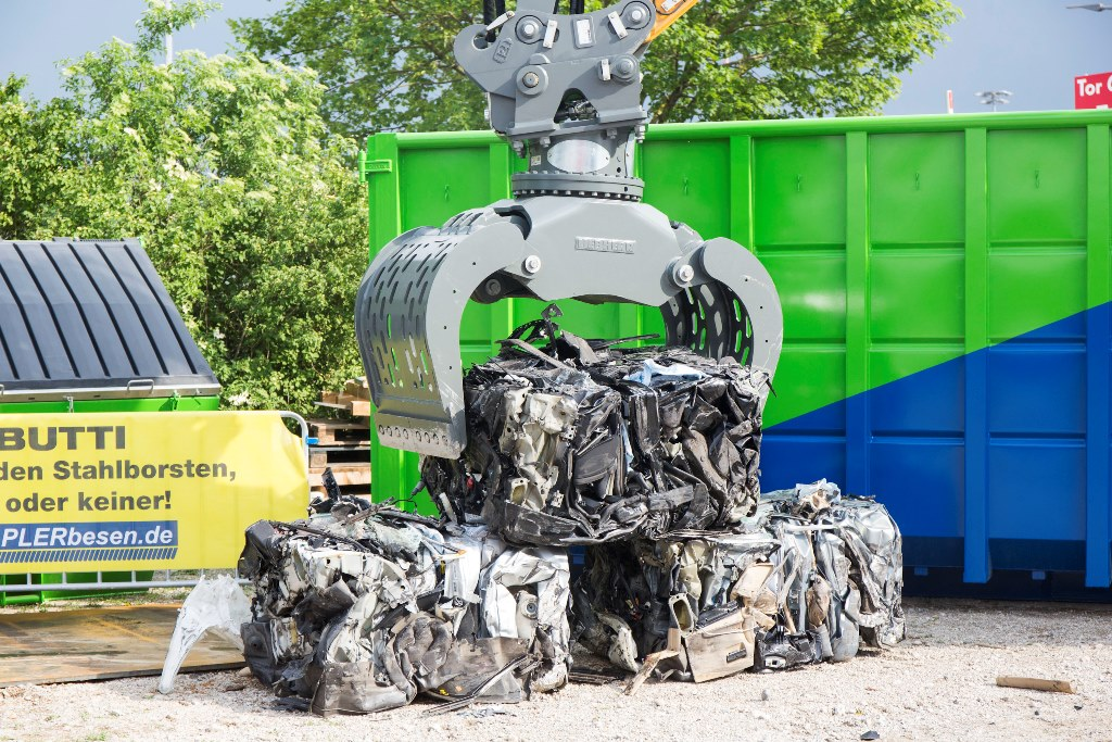 ifat2018 komprimierung 8 - SEDA presented car recycling LIVE at IFAT 2018