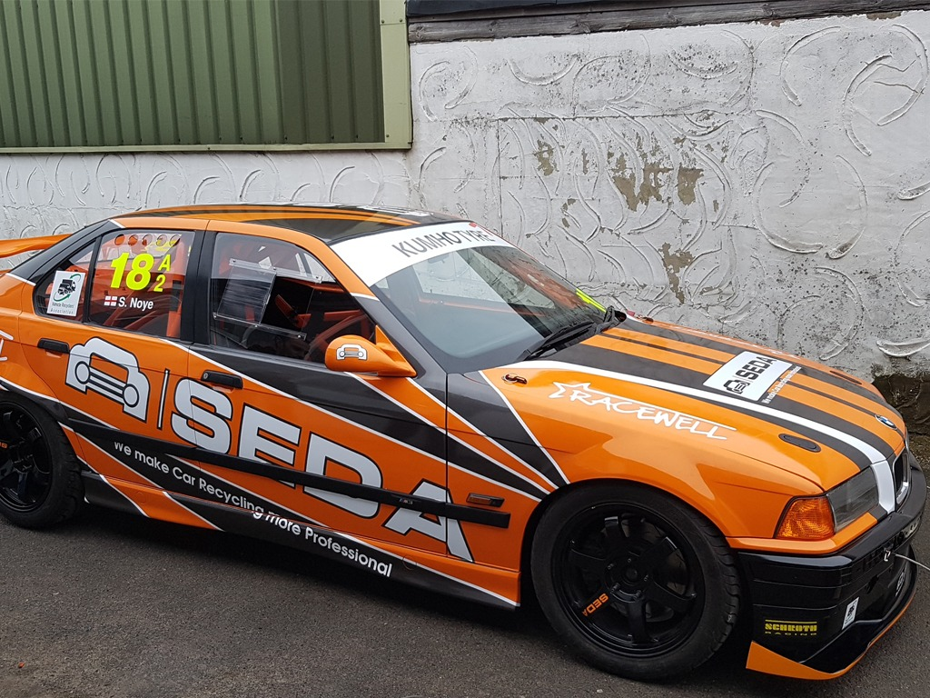 racecar3 - SEDA supports British race car driver Scott Noye
