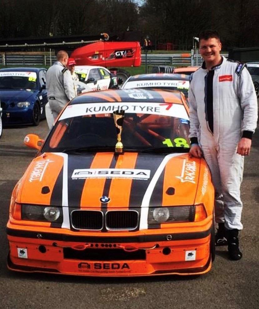 racecar titel - SEDA supports British race car driver Scott Noye