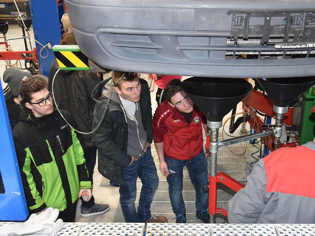 Berufss.6 - Vocational students visit SEDA