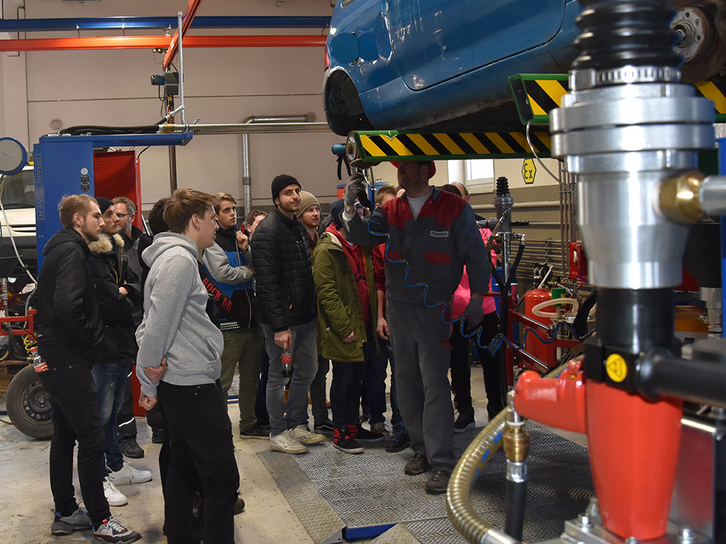 Berufss.7 - Vocational students visit SEDA
