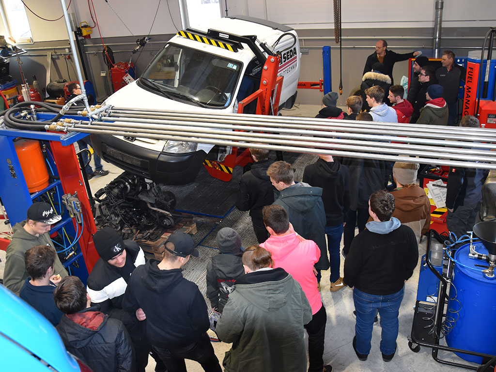 Berufss.9 - Vocational students visit SEDA